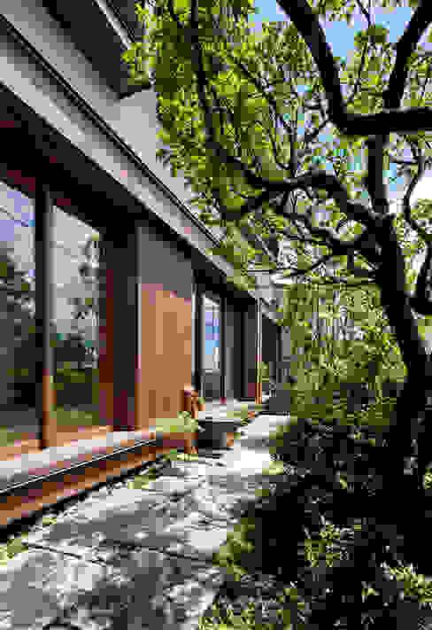 現代房屋設計點子、靈感 & 圖片 根據 向山建築設計事務所 現代風 木頭 Wood effect