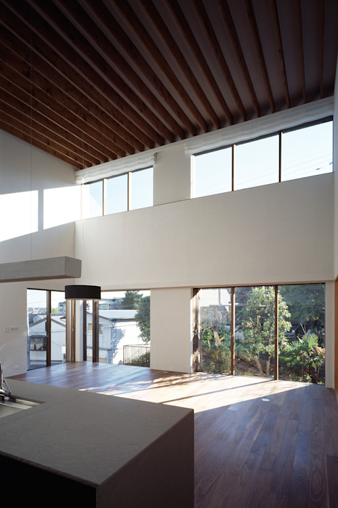 神木本町の家: 向山建築設計事務所が手掛けたリビングです。,モダン