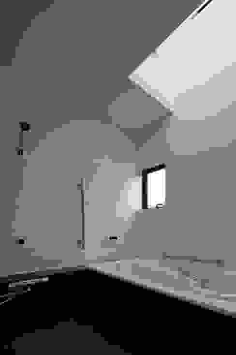 現代浴室設計點子、靈感&圖片 根據 向山建築設計事務所 現代風