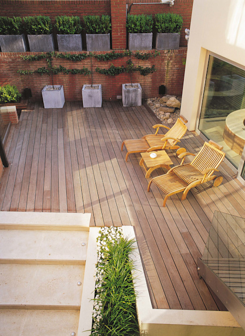 A private garden in West Hampstead, London Eclectic style balcony, veranda & terrace by Bowles & Wyer Eclectic