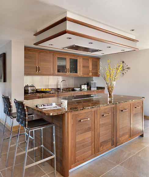 Grosvenor | Walnut And Marble Elegance Modern kitchen by Davonport Modern Wood Wood effect