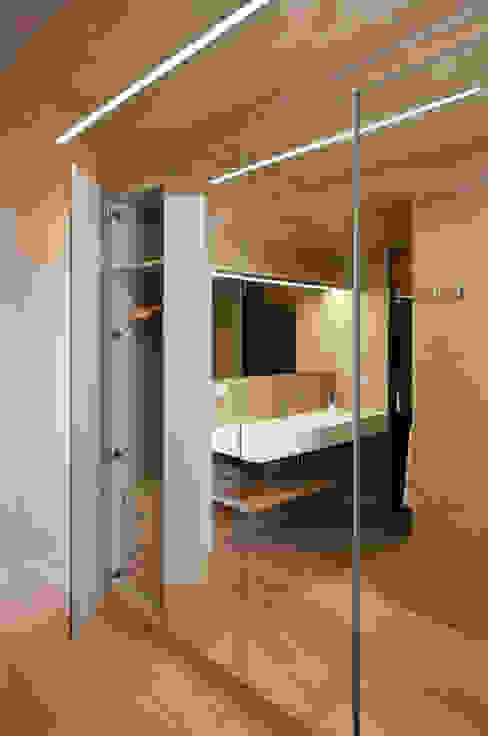 CASA HORIZON Baños de estilo moderno de Barea + Partners Moderno