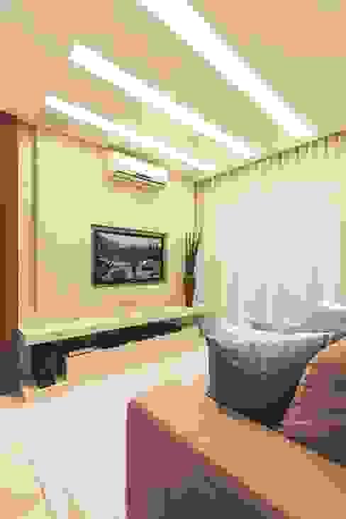 Salas de estar  por Rolim de Moura Arquitetura e Interiores