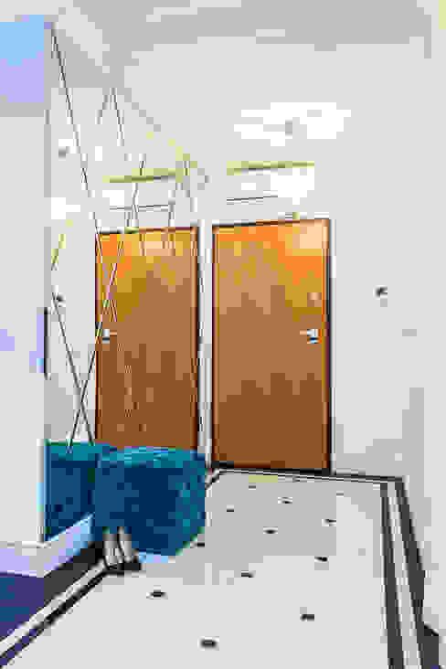 Modern corridor, hallway & stairs by Michał Młynarczyk Fotograf Wnętrz Modern