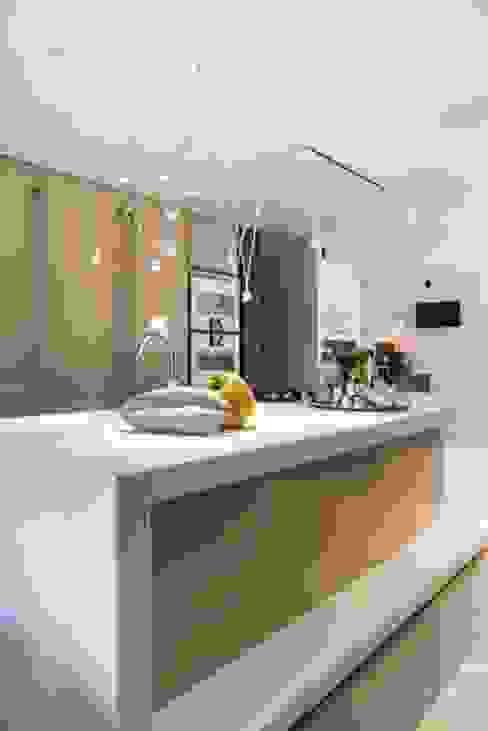 Kitchen by SMEELE Ontwerpt & Realiseert, Modern