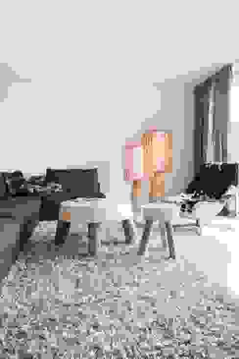 Woonruimte:  Woonkamer door SMEELE Ontwerpt & Realiseert,