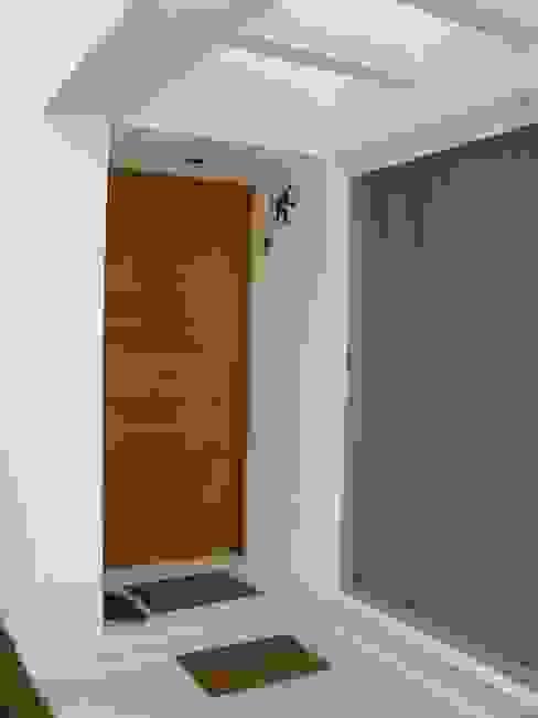 Casas de estilo minimalista de A2 HOMES SA DE CV Minimalista