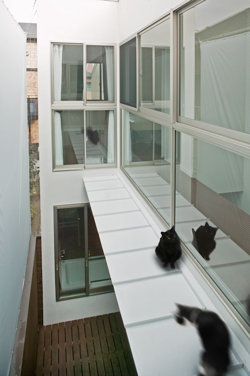 Modern balcony, veranda & terrace by 有限会社Y設計室 Modern