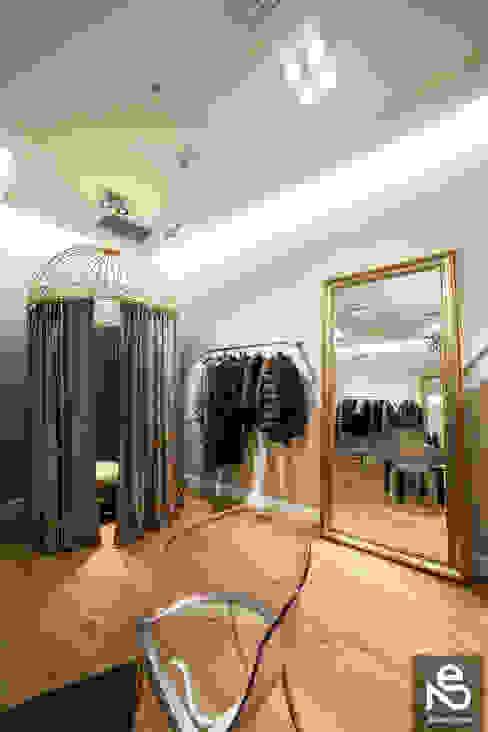 Vestidores y placares de estilo  por Studio Eksarev & Nagornaya , Moderno