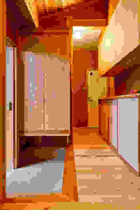 ทางเดินแบบเอเชียห้องโถงและบันได โดย shu建築設計事務所 เอเชียน ไม้ Wood effect