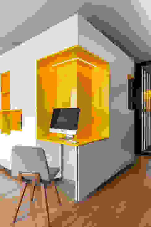 Estudios y oficinas modernos de Agence Glenn Medioni Moderno