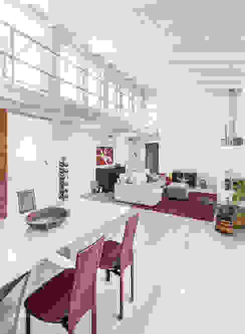 Salon de style  par Emmeti Srl, Moderne
