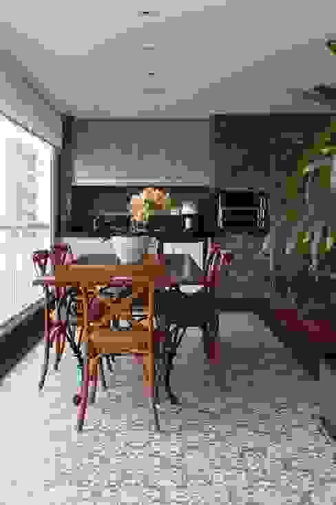 Danielle Tassi Arquitetura e Interiores Balcon, Veranda & Terrasse rustiques