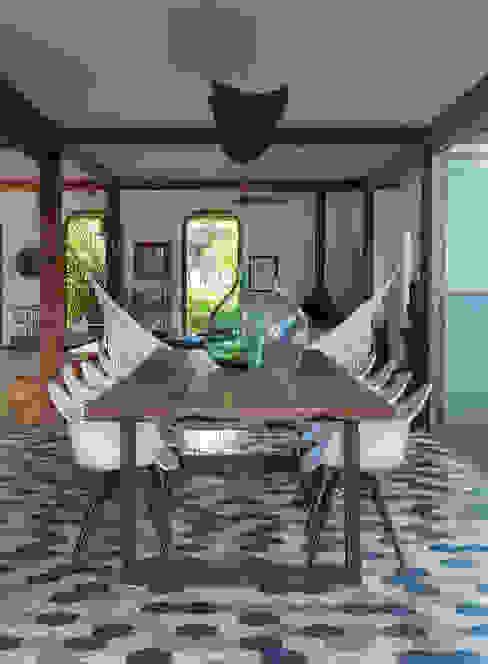 Comedores de estilo moderno de Vida de Vila Moderno Madera maciza Multicolor