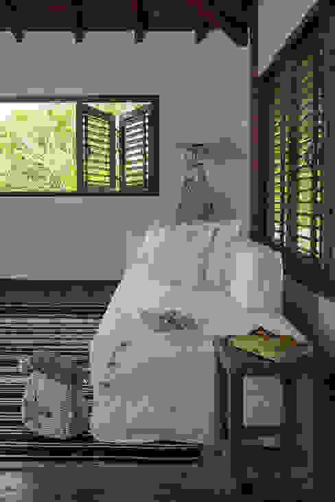 Dormitorios de estilo moderno de Vida de Vila Moderno Madera maciza Multicolor