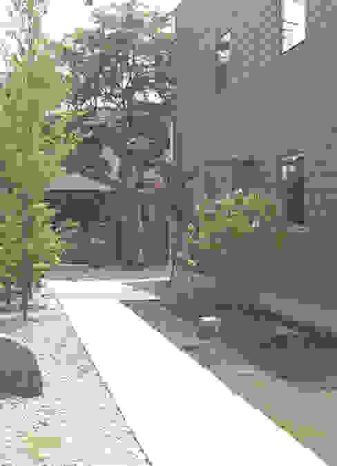 Jardin moderne par 株式会社コヤマアトリエ一級建築士事務所 Moderne