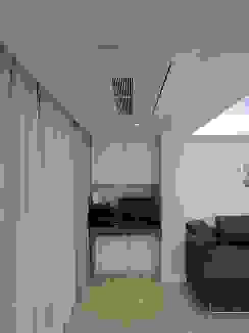 실용적인 수납과 공간활용 32py 모던스타일 거실 by 홍예디자인 모던