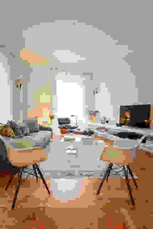 Ruang Keluarga Modern Oleh LAVRADIO DESIGN Modern