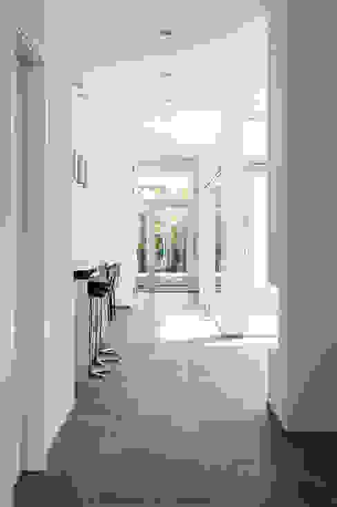 Pasillos, vestíbulos y escaleras de estilo clásico de x42 Architektur ZT GmbH Clásico