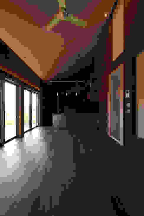 Ruang Keluarga oleh 加門建築設計室, Modern