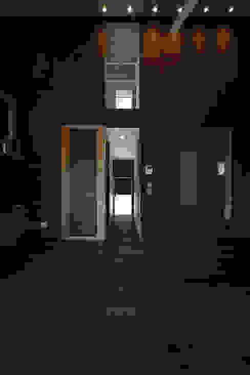 Salas / recibidores de estilo  por 加門建築設計室, Moderno