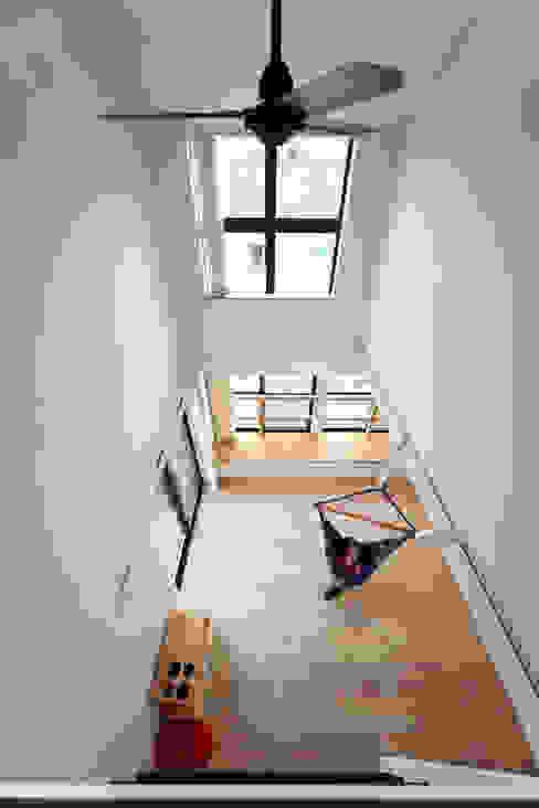 稚児宮通の家: 加門建築設計室が手掛けたリビングです。,モダン
