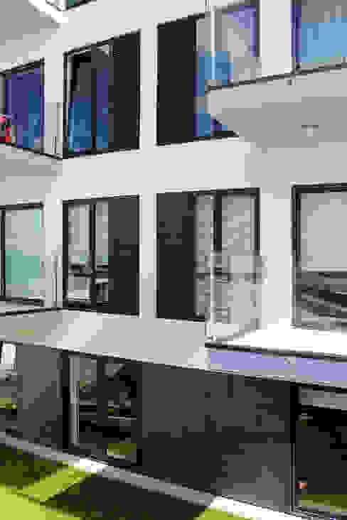 Quadra - Alçado Sul, varandas Varandas, marquises e terraços modernos por Sónia Cruz - Arquitectura Moderno