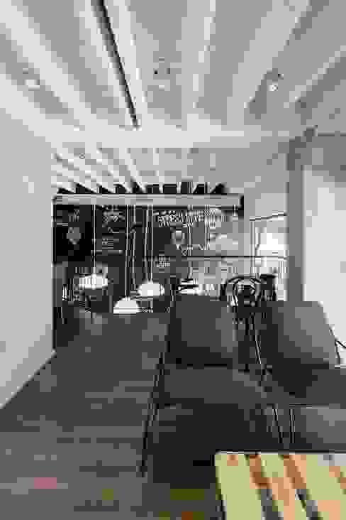 Lavagna, rivestimento_creativo© Pareti & Pavimenti in stile moderno di PIXIE progetti e prodotti Moderno PVC