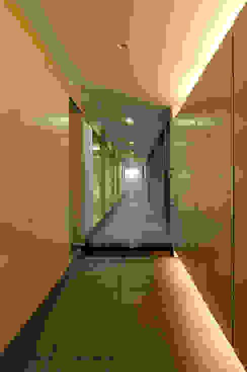 DOMA モダンスタイルの 玄関&廊下&階段 の TAC一級建築士事務所 モダン