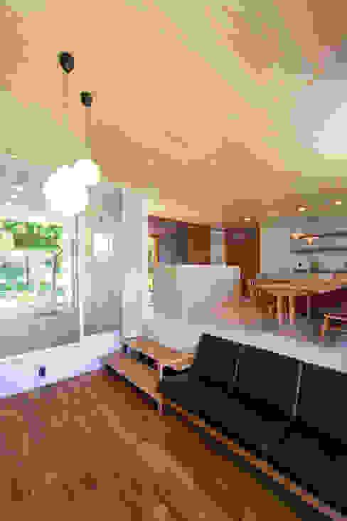 絆の家 モダンデザインの リビング の プラソ建築設計事務所 モダン