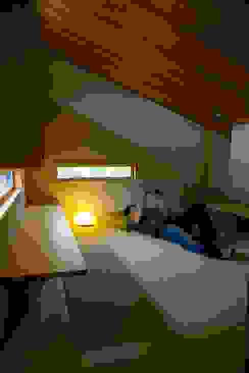 袋井の家 畳の書斎: 木名瀬佳世建築研究室が手掛けた書斎です。,モダン 木 木目調