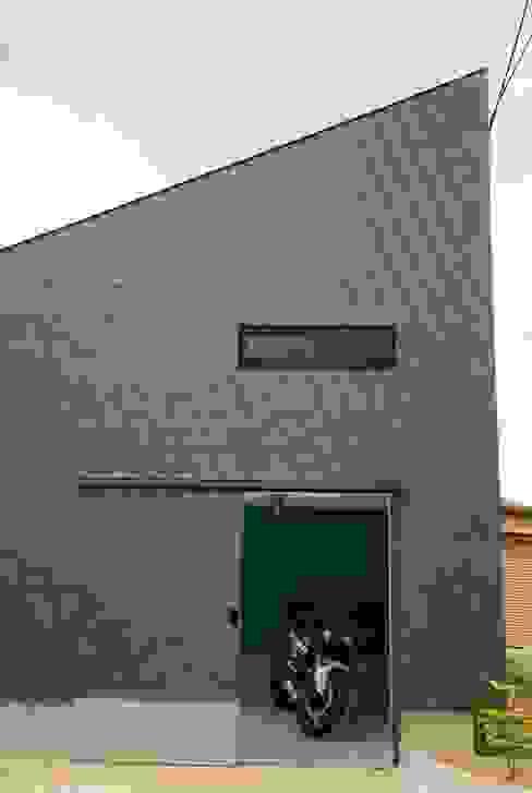 House in Fukuroi Garasi Modern Oleh 木名瀬佳世建築研究室 Modern