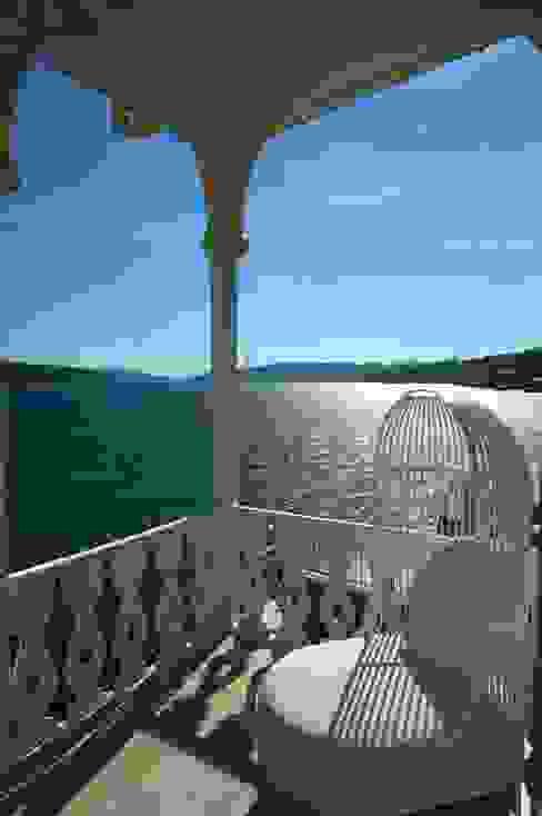 Gazebo Restaurant Yeniköy Modern Balkon, Veranda & Teras Bozantı Mimarlık Modern