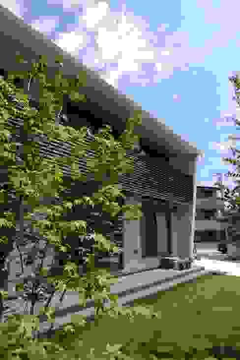 Casas escandinavas por アトリエグローカル一級建築士事務所 Escandinavo