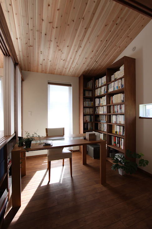 Projekty,  Domowe biuro i gabinet zaprojektowane przez アトリエグローカル一級建築士事務所, Skandynawski