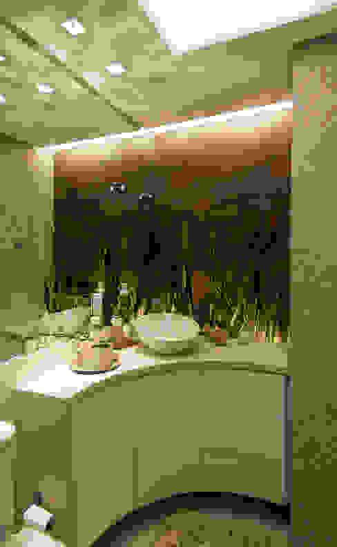 Baños modernos de ANNA MAYA ARQUITETURA E ARTE Moderno Cerámico