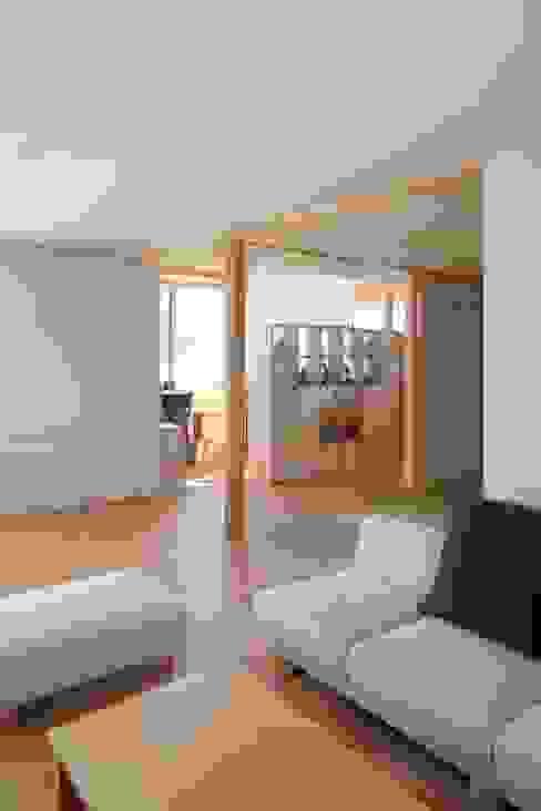 尾日向辰文建築設計事務所의  거실, 에클레틱 (Eclectic)