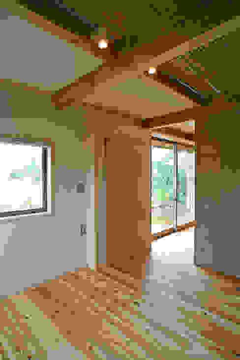 ひなたぼっこ オリジナルスタイルの 寝室 の 尾日向辰文建築設計事務所 オリジナル