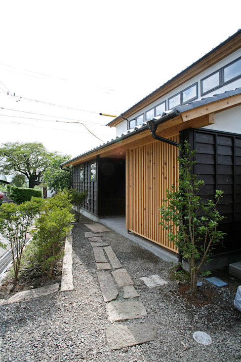 Eclectic style houses by 尾日向辰文建築設計事務所 Eclectic