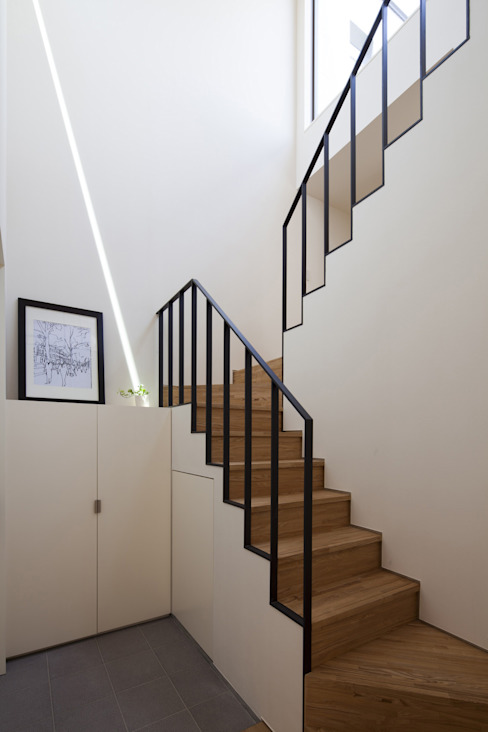 鶴見の家 ミニマルスタイルの 玄関&廊下&階段 の U建築設計室 ミニマル