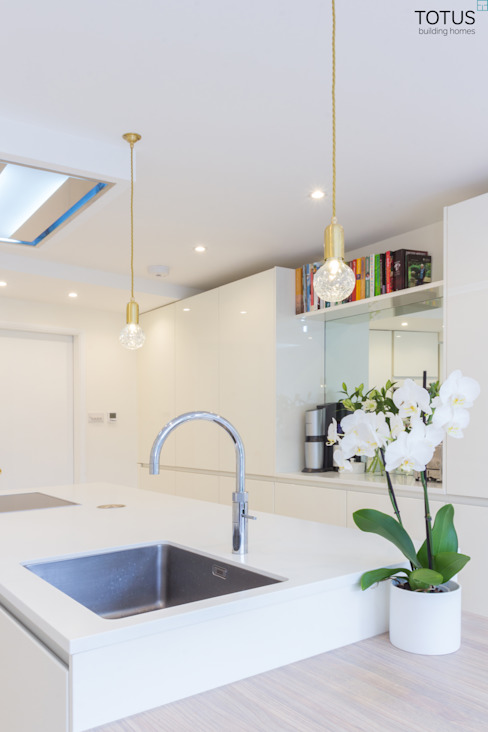 Extension and renovation, Wimbledon SW19 Dapur Modern Oleh TOTUS Modern