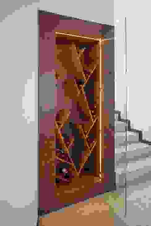 Cava Bodegas de vino de estilo moderno de ESTUDIO TANGUMA Moderno Madera Acabado en madera