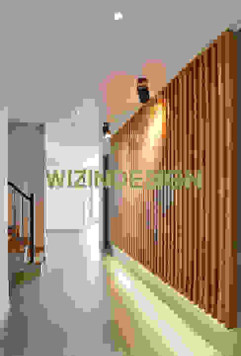 수원 광교 에일린의 뜰 48평 아파트: wizingallery의  벽,모던