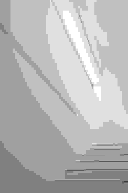 Haus P Moderner Flur, Diele & Treppenhaus von Anthrazitarchitekten Modern