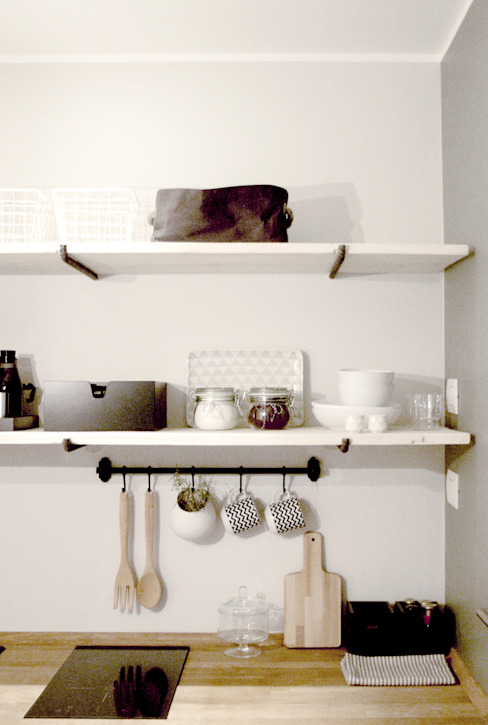 KITCHEN ESSENTIALS Cucina in stile scandinavo di Moodern Scandinavo