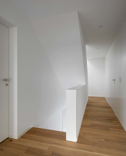 Modern corridor, hallway & stairs by phalt Architekten AG Modern