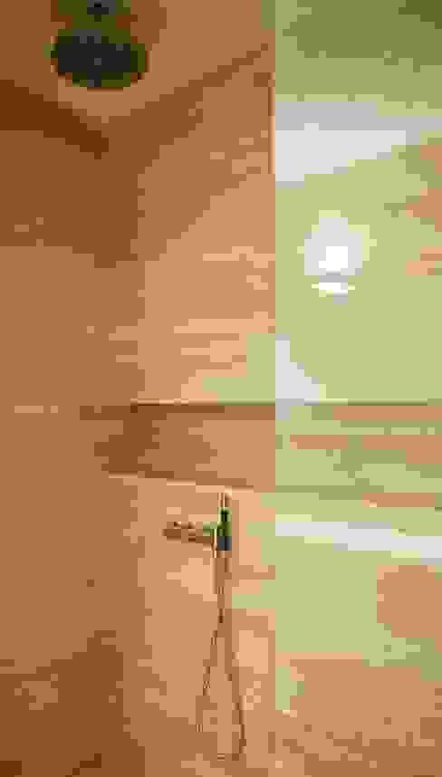 ''Wonen op het mooiste plekje in Amsterdam'' Moderne badkamers van meesderwerk Modern