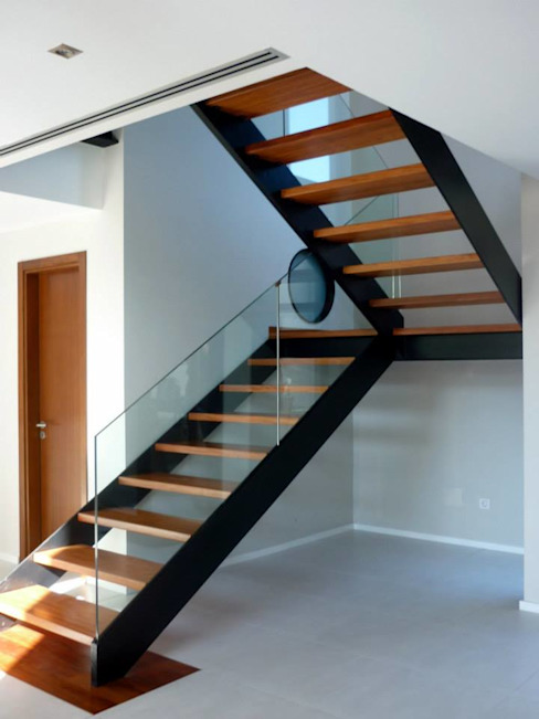 Corredores, halls e escadas modernos por MIRTA CASTIGNANI ARQUITECTA Moderno