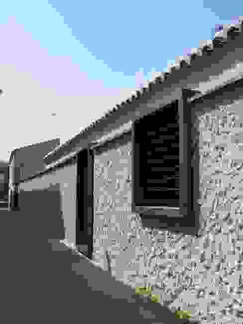 Nhà phong cách tối giản bởi daniel rojas berzosa. arquitecto Tối giản