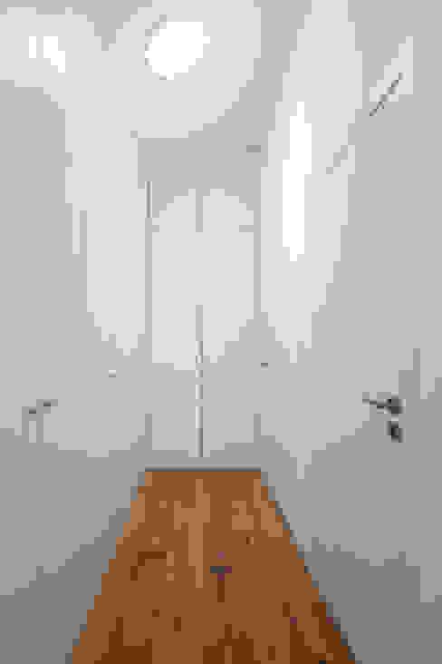 Kleedkamer door FPA - filipe pina arquitectura,